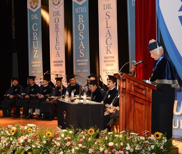 Donald Slack giving his acceptance speech at Chapingo Autonomous University in Texcoco.